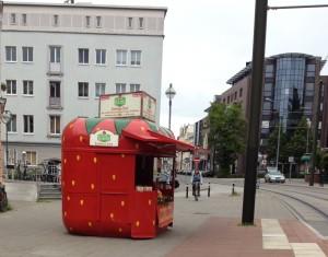 Strawberry stand at Saarplatz, Rostock
