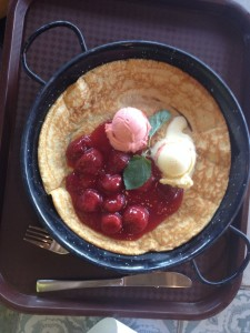 """Pancake """"Frollein Piepenbrink"""" with strawberry compote, vanilla-, and strawberry ice cream"""