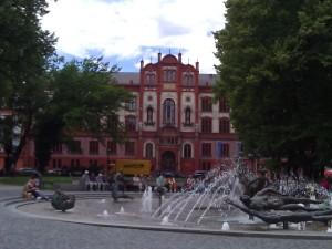 "main university building right behind the ""Pornobrunnen"""