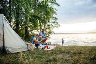 Immer dicht am Wasser: Camping in MV, Foto: TMV/Timo Roth