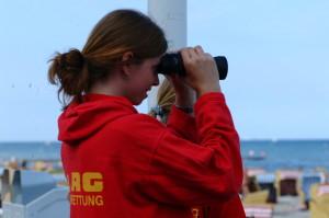 DLRG-Retterin an der Ostseeküste, Foto: DLRG e.V.